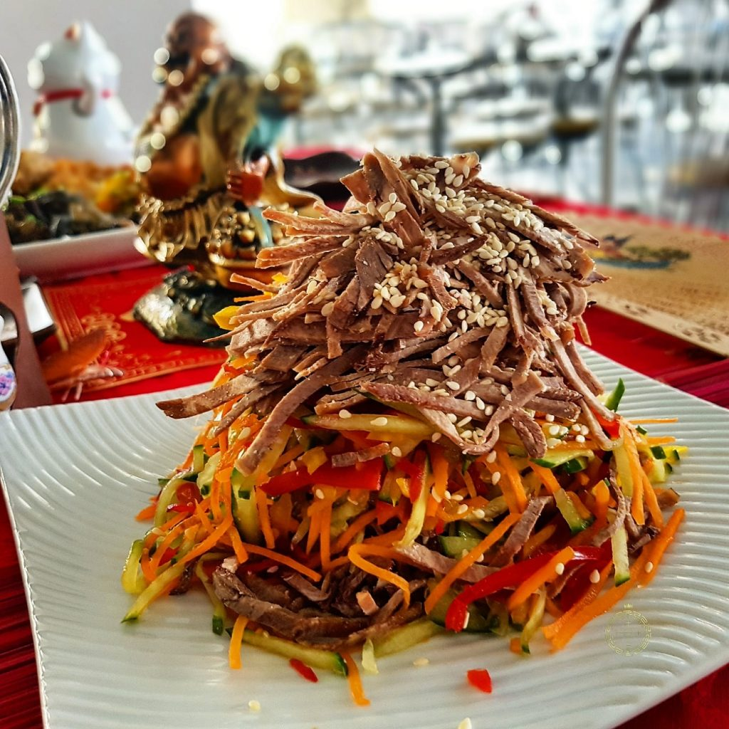 salat s jazykom den nacionalnoj kuhni korporativnoepitanie fortunacatering  min
