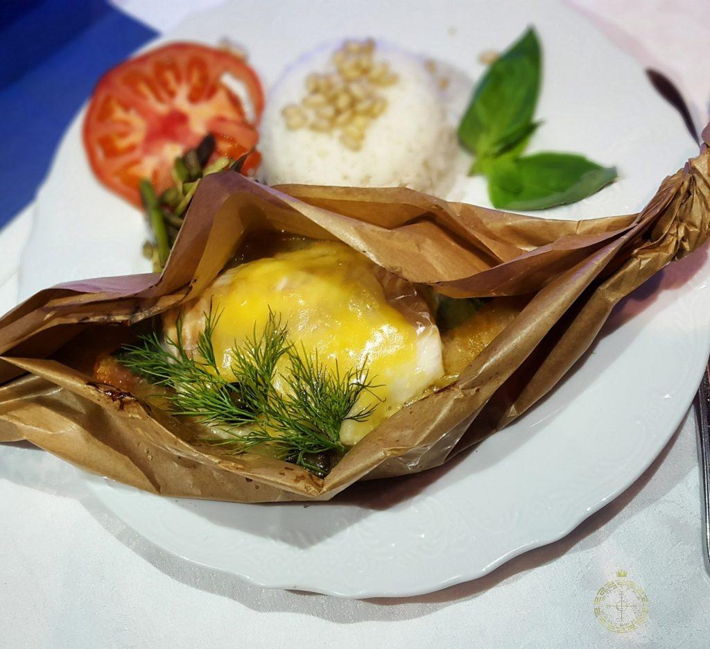 treska s jajcom v pergamente korporativnoepitanie fortunacatering